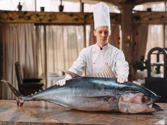 chef-cut-up-big-tuna-fish-restaura2nt_109285-3677